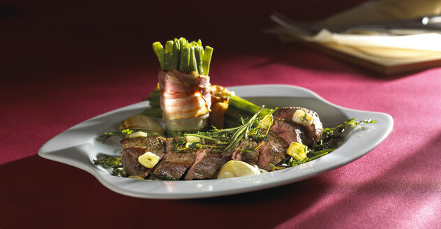 Lamb knuckle and green beans with bacon - SRSF000371