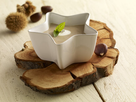 Sweet chestnut soup in bowl - SRSF000358
