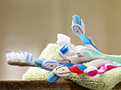 Toothbrushes on towel - SRSF000345