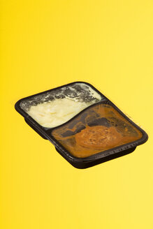 Convenience food in plastic wrapping, studio shot - WSF000012