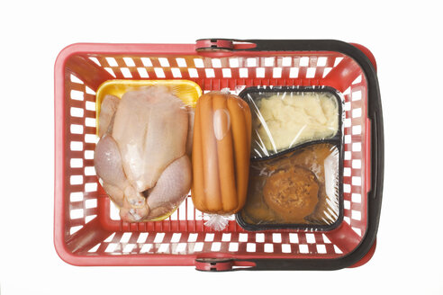 Shopping basket with convenience food, conserved sausages and a chicken in transparent plastic wrapping, studio shot - WSF000021