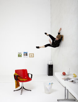 Woman sliding on wall - TK000213