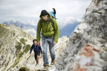 Austria, Tyrol, Karwendel mountains, Mountaineers in Alps - TKF000215