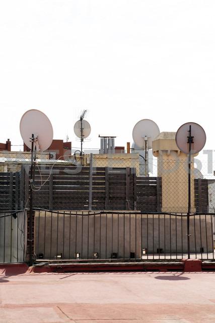 Spain, Barcelona, Satellite dishes on roof - JMF000259