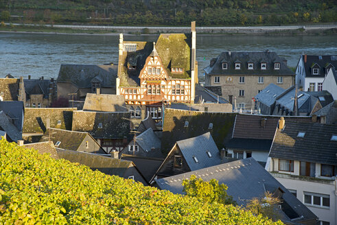 Germany, Rhineland-Palatinate, Bacharach, old town, Hotel at market, rhine river - WG000091