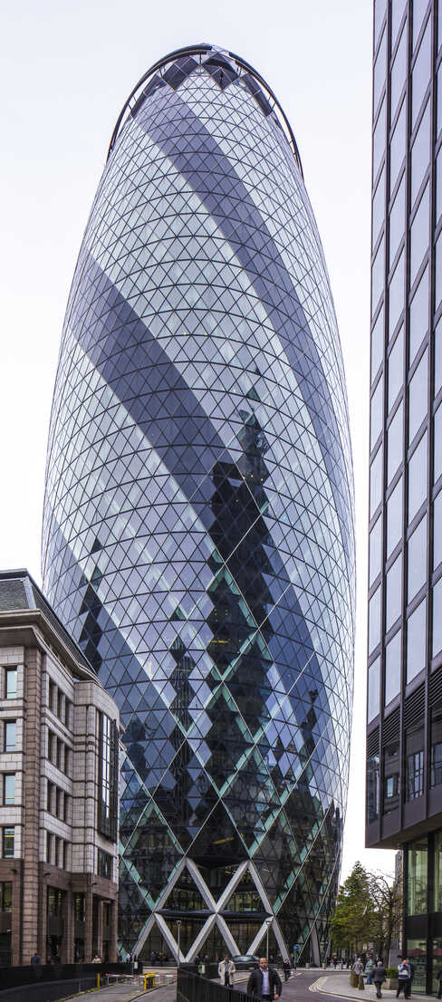 UK, London, London, 30 St Mary Axe, view to The Gherkin - DIS000206 - Dieter Schewig/Westend61
