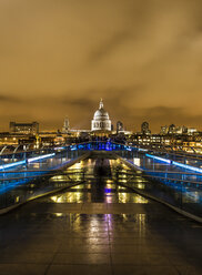 UK, London, view from Millennium Bridge to illuminated St Pauls Cathedral - DISF000177