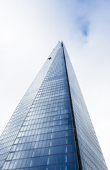 UK, London, worm's-eye view of The Shard - DISF000208