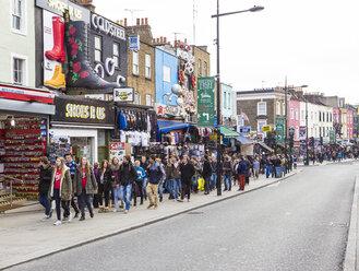 UK, London, Camden Market, school class along the way at Camden High Street - DIS000148