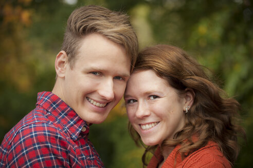 Portrait of happy young couple, close-up - BGF000012
