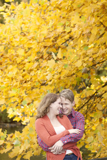 Happy young couple enjoying autumn in a park - BGF000017