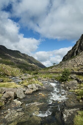 Great Britian, Wales, mountain stream at Llanberis Pass at Snowdonia National Park - EL000622