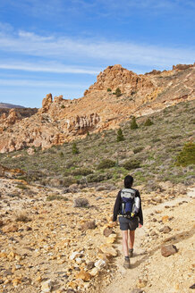 Spain, Canary Islands, Tenerife, Roques de Garcia, Teide National Park, Female hiker in the Caldera de las Canadas - UMF000680