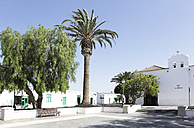 Spain, Lanzarote, Yaiza, View of village square - JATF000461