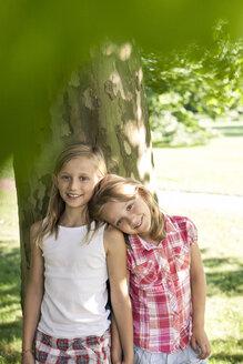 Germany, Berlin, Two sisters in park - OJF000006