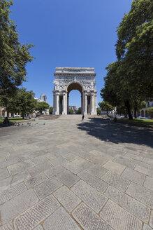 Italy, Liguria, Genoa, Piazza della Vittoria, view to triumphal arch - AMF001251