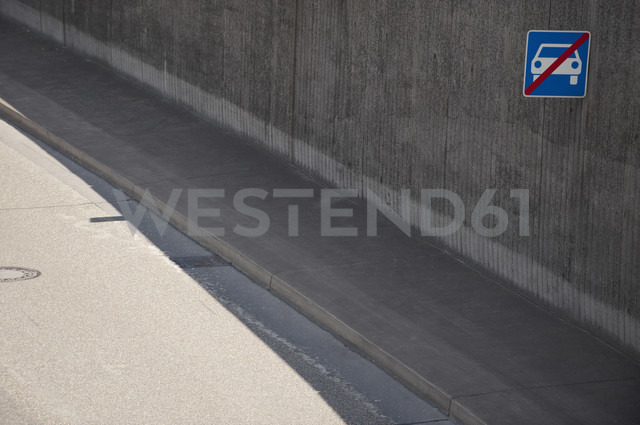 Germany, North Rhine-Westphalia, Duesseldorf, exit of tunnel - VI000005