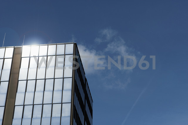 Germany, North Rhine-Westphalia, Duesseldorf-Golzheim, part of facade of office building - VI000135