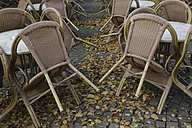Germany, North Rine-Westphalia, Cologne, chairs at street cafe - JAT000498