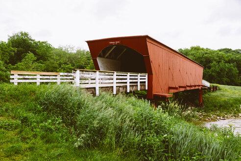 USA, Iowa, Madison County, Roseman Bridge, famous from the movie The Bridges of Madison County - MBE000861