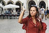 Portugal, Lisboa, Baixa, Rossio, young woman orientating herself - BIF000047