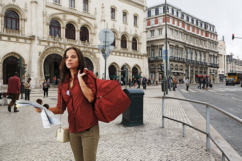 Portugal, Lisboa, Baixa, Rossio, young woman with city map searching - BIF000050