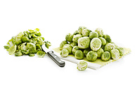Brussel sprout on kitchen towel, knife - MAEF007426