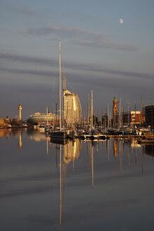 Germany, Bremerhaven, Marina - OLE000010