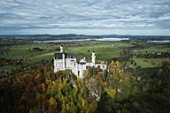 Germany, Bavaria, Hohenschangau, Neuschwanstein Castle in autumn - EL000658