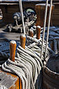 Italy, Genoa, old harbour, Porto Antico, replica of a galleon, rope end - AMF001388