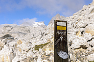 Spain, Cantabria, Picos de Europa National Park, Sign for a trail in hiking area Los Urrieles - LA000332