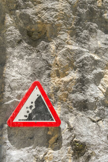 Spain, Asturia, Picos de Europa National Park, Ruta del Cares, Warning sign for rock fall - LAF000302