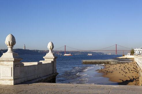 Portugal, Lisboa, view to Ponte 25 de Abril - BIF000085