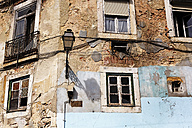 Portugal, Lisbon, Alfama, facade of decaying house - BIF000126