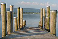 Germany, Baden-Wurttenberg, Allensbach, Shipping pier at Lake Constance - SH001186