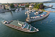Germany, Bavaria, Lindau, Tourist boat in harbour - SH001107