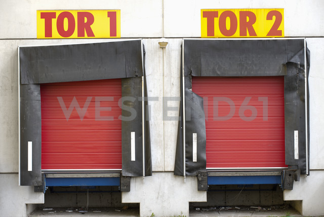 Germany, facade with two red roller shutters - VI000011 - visual2020vision/Westend61