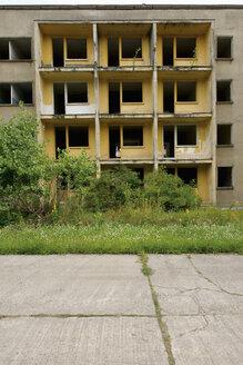 Germany, Brandenburg, Wustermark, Olympic village 1936, facade of decaying concrete tower block - VI000067