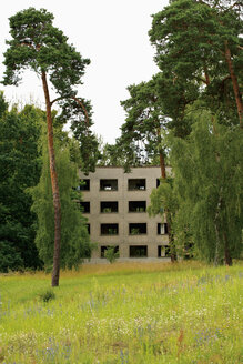 Germany, Brandenburg, Wustermark, Olympic village 1936, facade of decaying concrete tower block - VI000070