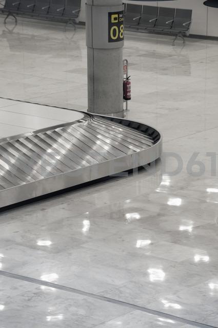 Spain, Fuerteventura, luggage claim at airport - VI000081