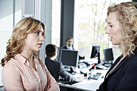 Germany, Neuss, Business people chatting in office - STKF000819