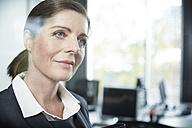 Germany, Neuss, Portrait of  mature business woman - STKF000858