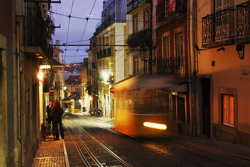 Portugal, Lisboa, Bica, cable railway driving at dusk - BI000165