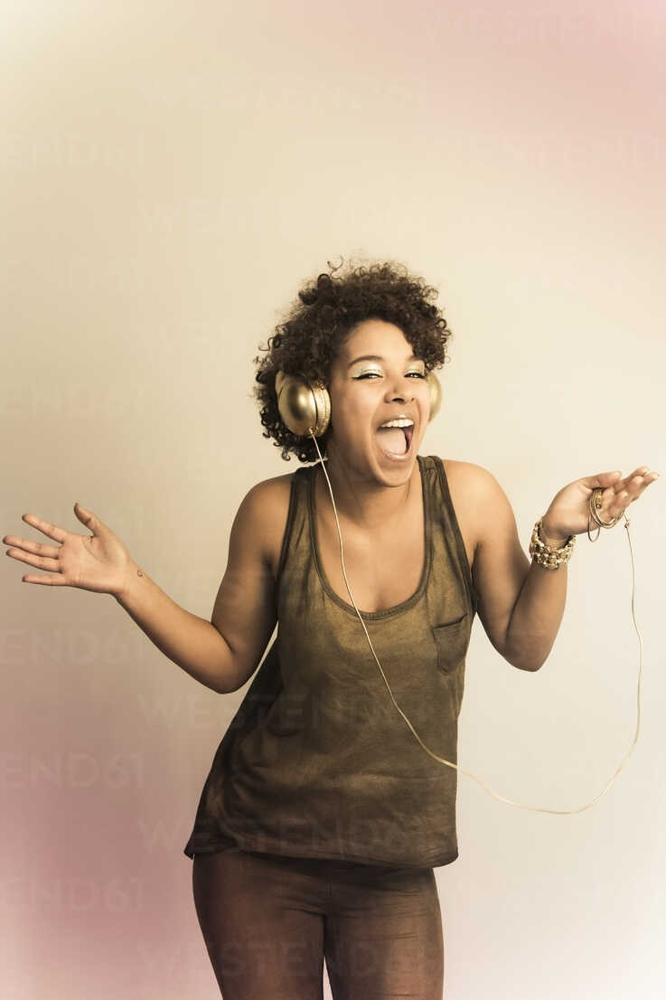 Portrait of dancing female Afro-American with headphones - NGF000056 - Nadine Ginzel/Westend61