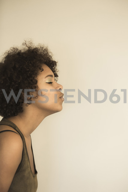 Portrait of female Afro-American pouting - NGF000059 - Nadine Ginzel/Westend61