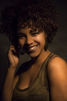 Portrait of smiling female Afro-American - NGF000072