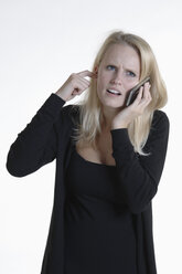 Annoyed young woman on the phone - CRF002527