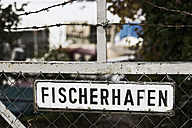 Germany, Baden-Wuerttemberg, Uhldingen, Sign at a fence - MSF003147