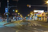 USA, California, San Francisco, Fisherman's Wharf, Jefferson Street at night - ABAF001091