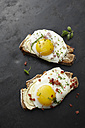 Fried egg, chives, bacon and bread - KSW001169